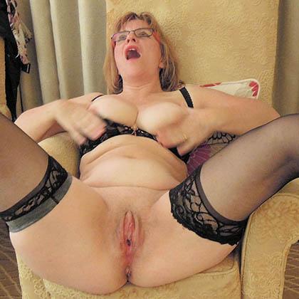 mogna nakna kvinnor